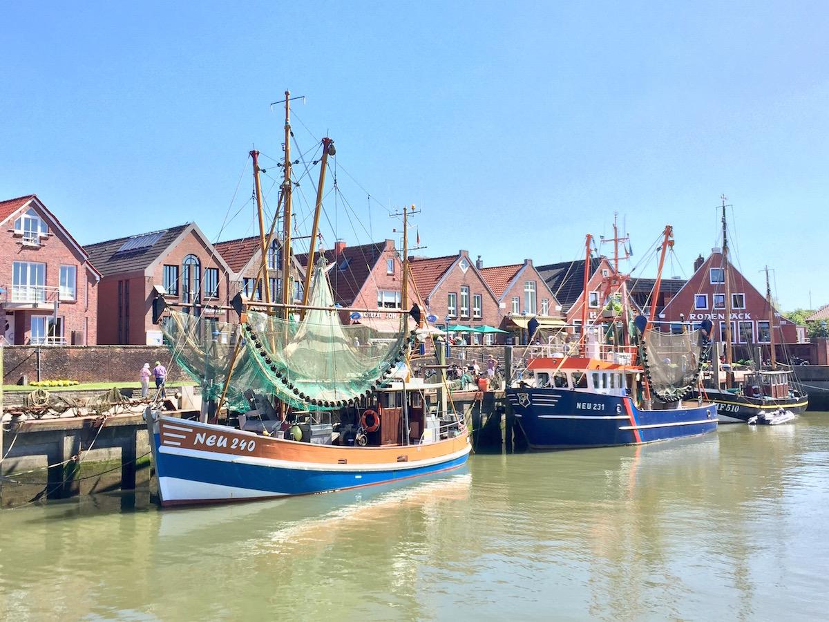 Neuharlingersiel - Hafen mit Fischerbooten
