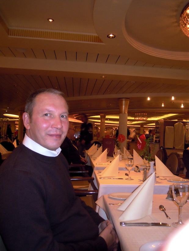 Abendessen im Grand-Buffet-Restaurant auf Color Magic