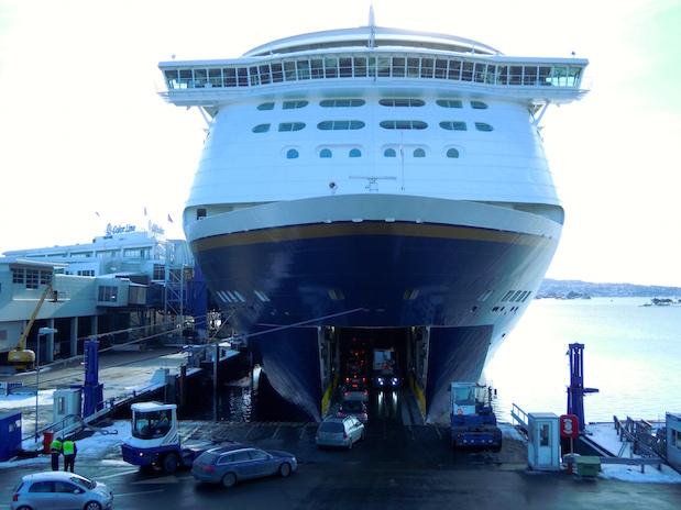 Color Magic wird im Hafen von Oslo beladen.