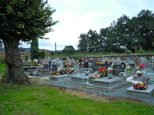 Gräber auf dem Friedhof in Klein Kniegnitz