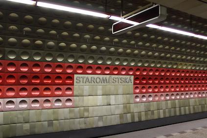 Metro-Station Starom?stská in der Prager Altstadt