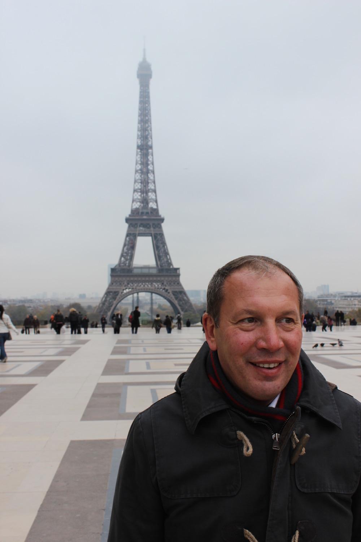 Gehört zu Paris-Gayreisen dazu: Trocadero mit Blick auf den Eiffelturm.