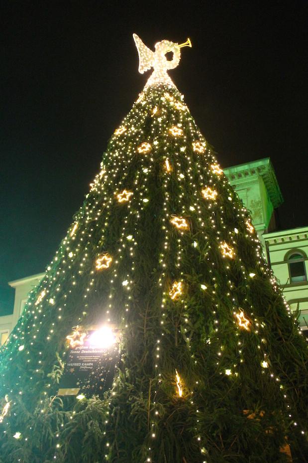 Weihnachtsbaum auf dem Mindener Weihnachtsmarkt