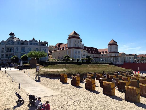 Bäderarchitektur am Strand von Binz auf Rügen
