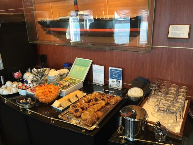 Kostenlose Getränke und Snacks in der Commodore Lounge auf King Seaways