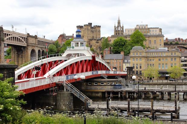 Blick auf High Level Bridge und Swing Bridge in Newcastle upon Tyne