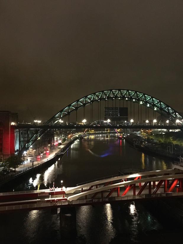 Brücken von Newcastle bei Nacht