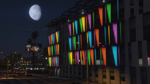 Bunt illuminiertes Gebäude am South Rockford Drive, Los Santos
