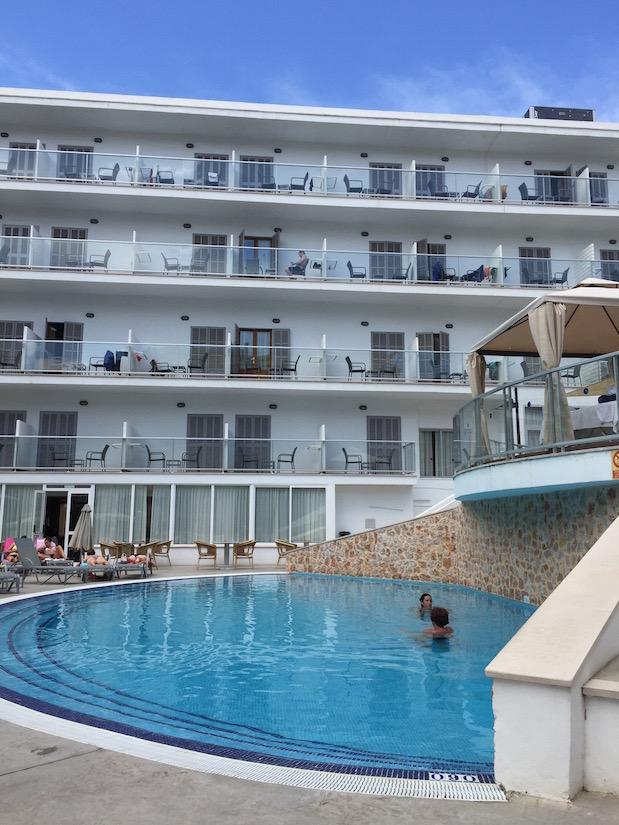 Pool im Mallorca-Erwachsenenhotel in Alcudia
