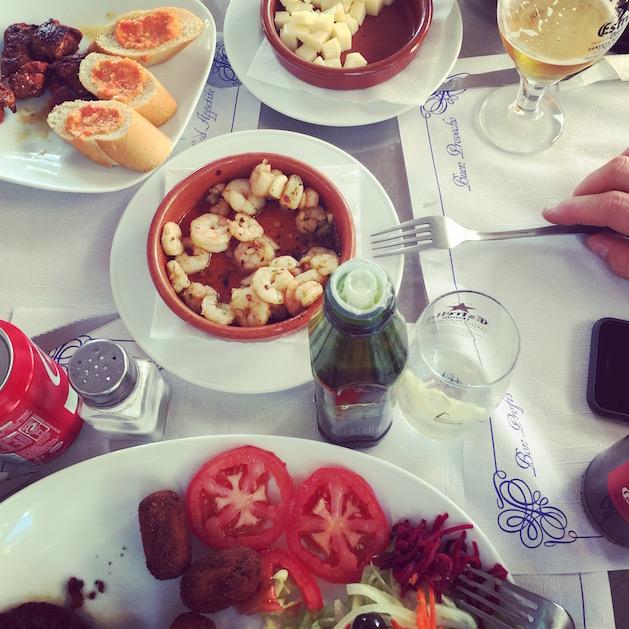 Wie kann man im Urlaub abnehmen? Diät-Tipps für Reisen