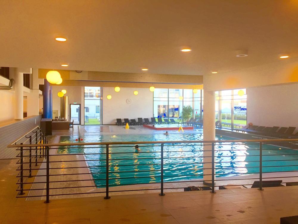 Hotel Carat, Grömitz: Schwimmbad im Wellnessbereich