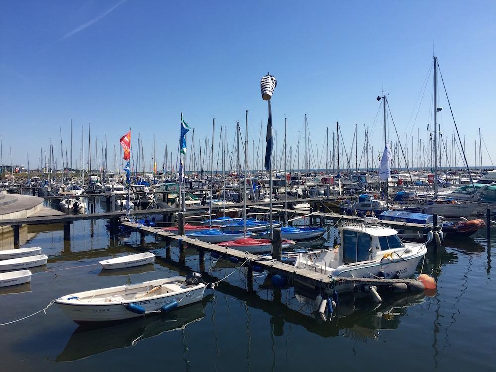 Segelboote im Yachthafen Grömitz