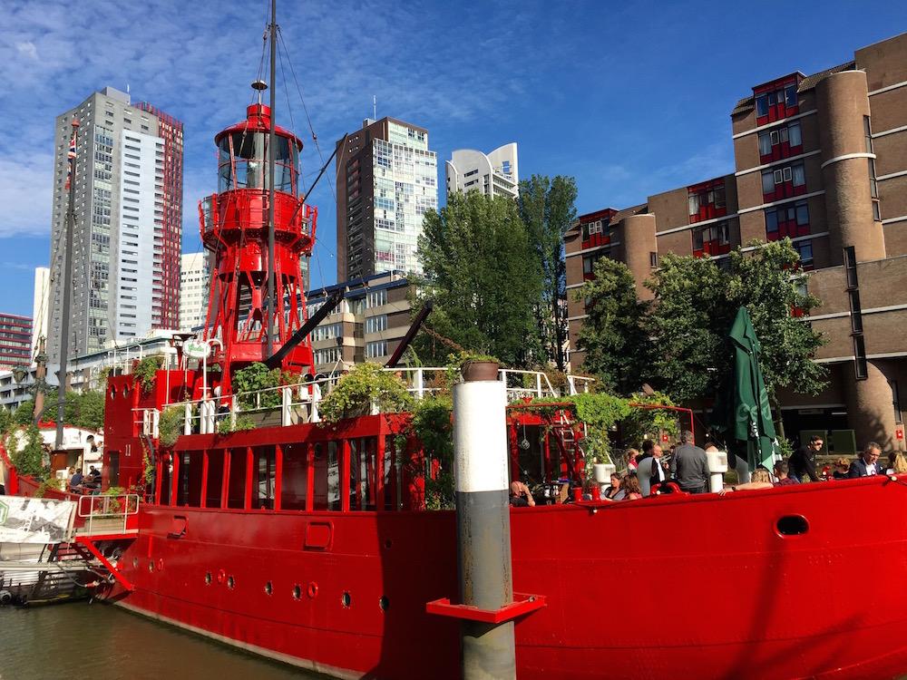 Zum Restaurant umfunktioniertes Feuerwehrschiff