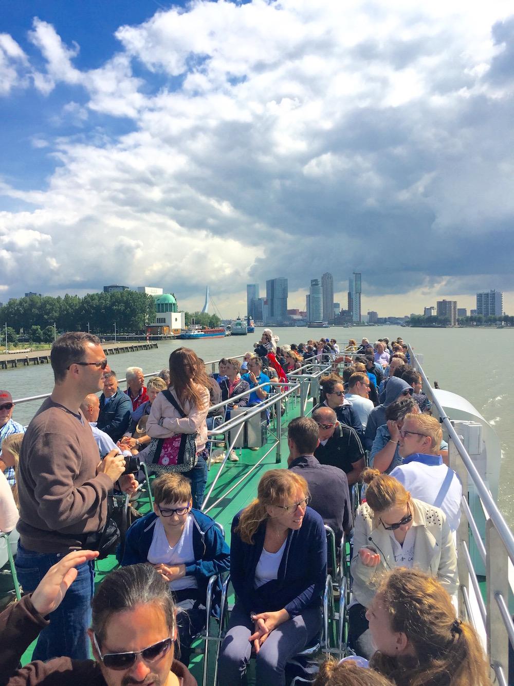 Eine Rotterdam-Hafenrundfahrt bietet einen herrlichen Blick auf die Skyline
