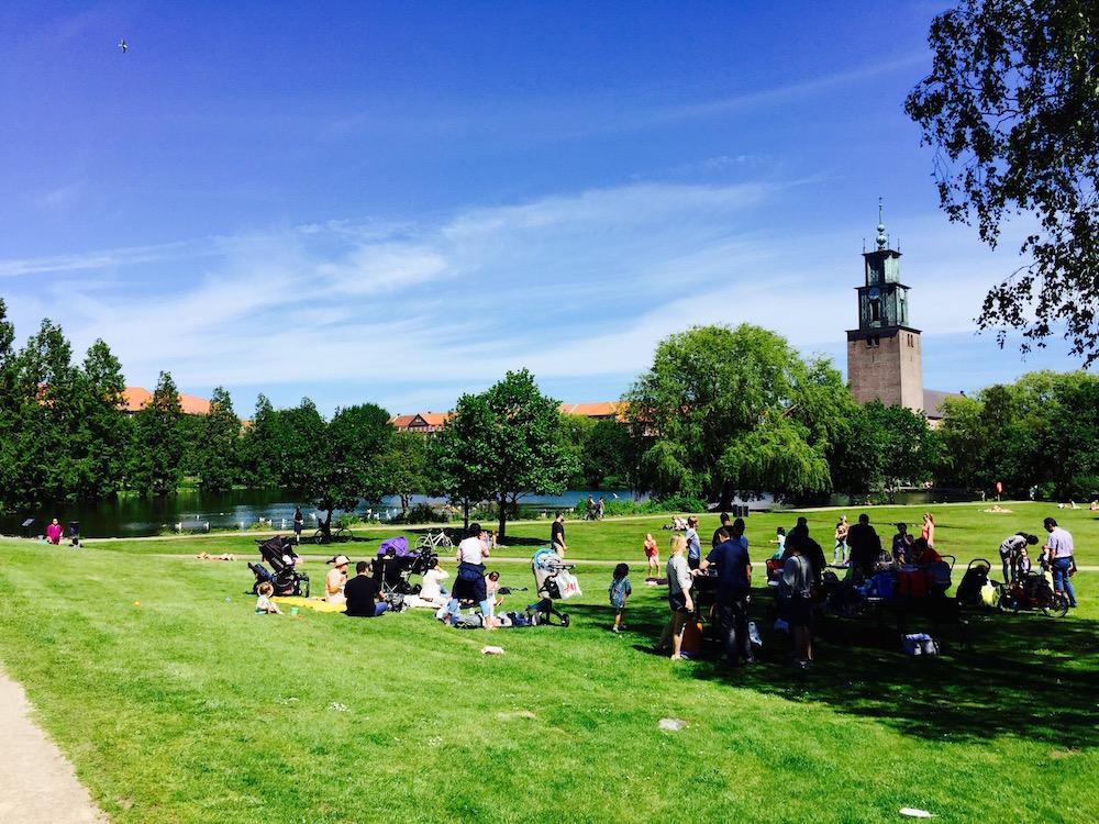 In den zahlreichen Parks treffen sich im Sommer die Bewohner der Stadt