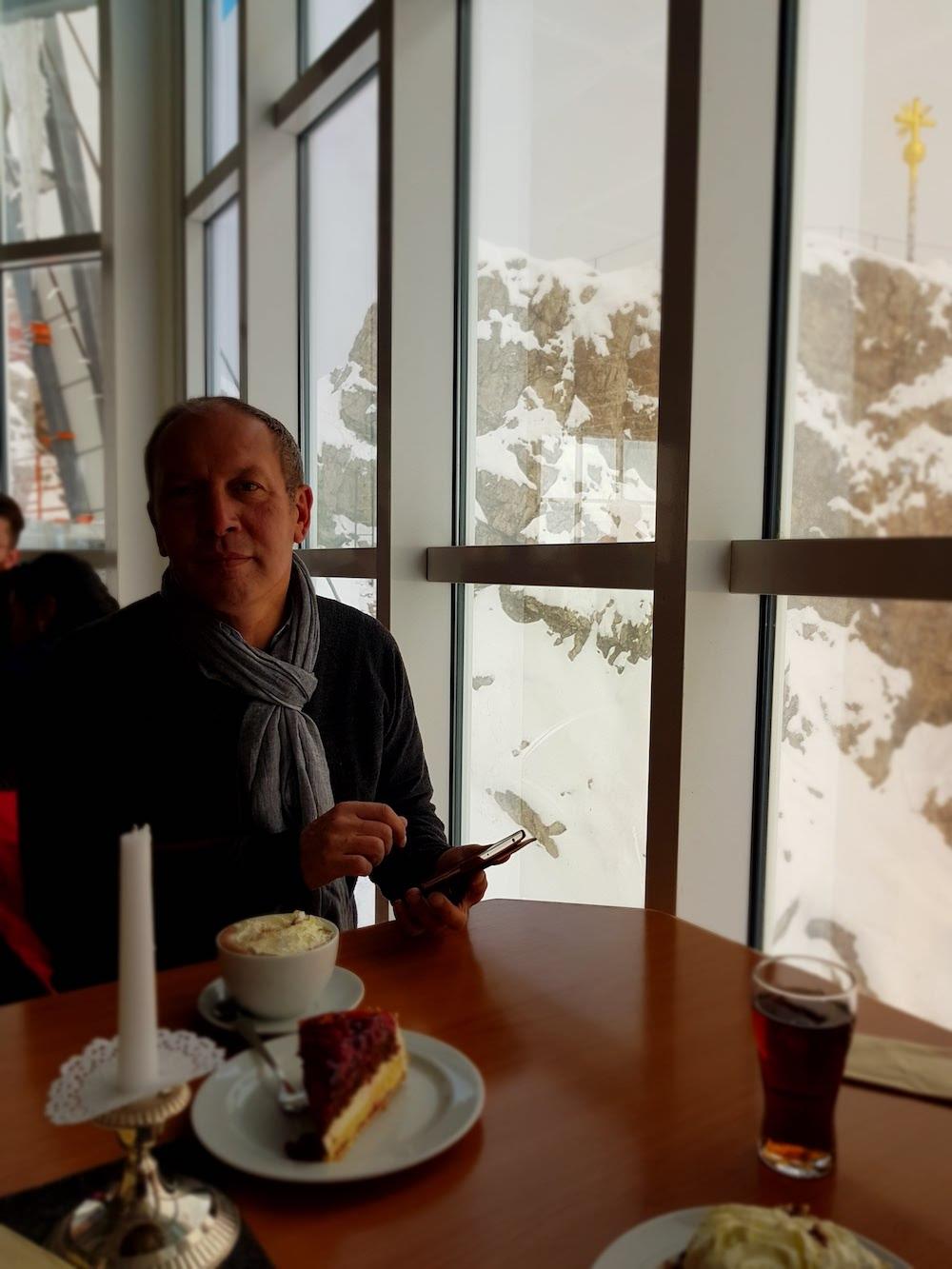 Zugspitze - Kaffee und Kuchen im Restaurant Panorama 2962