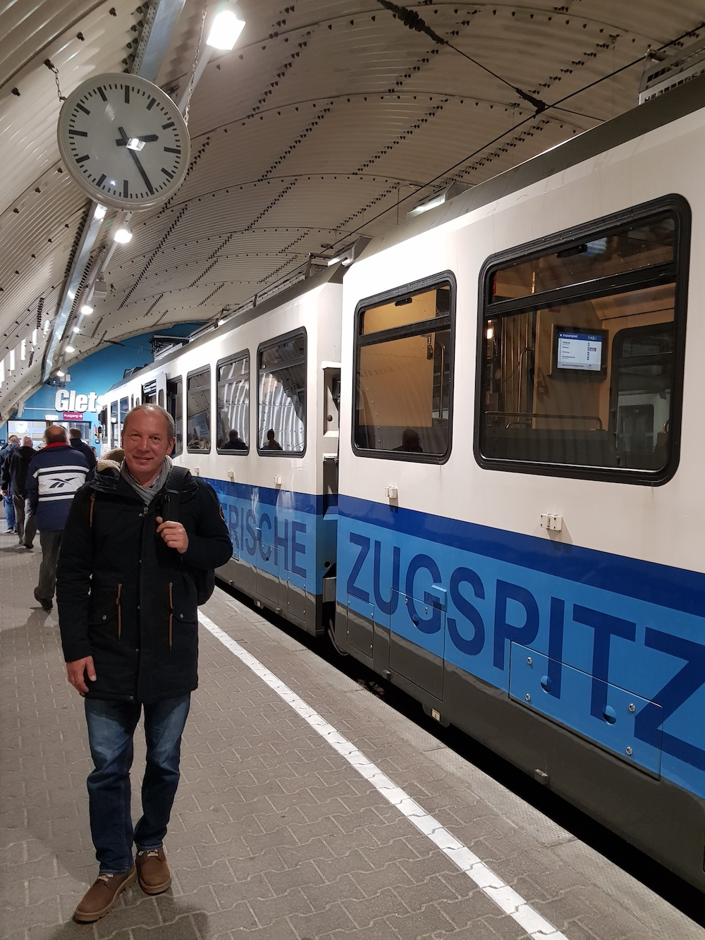 Ankunft im Gletscherbahnhof Zugspitzplatt