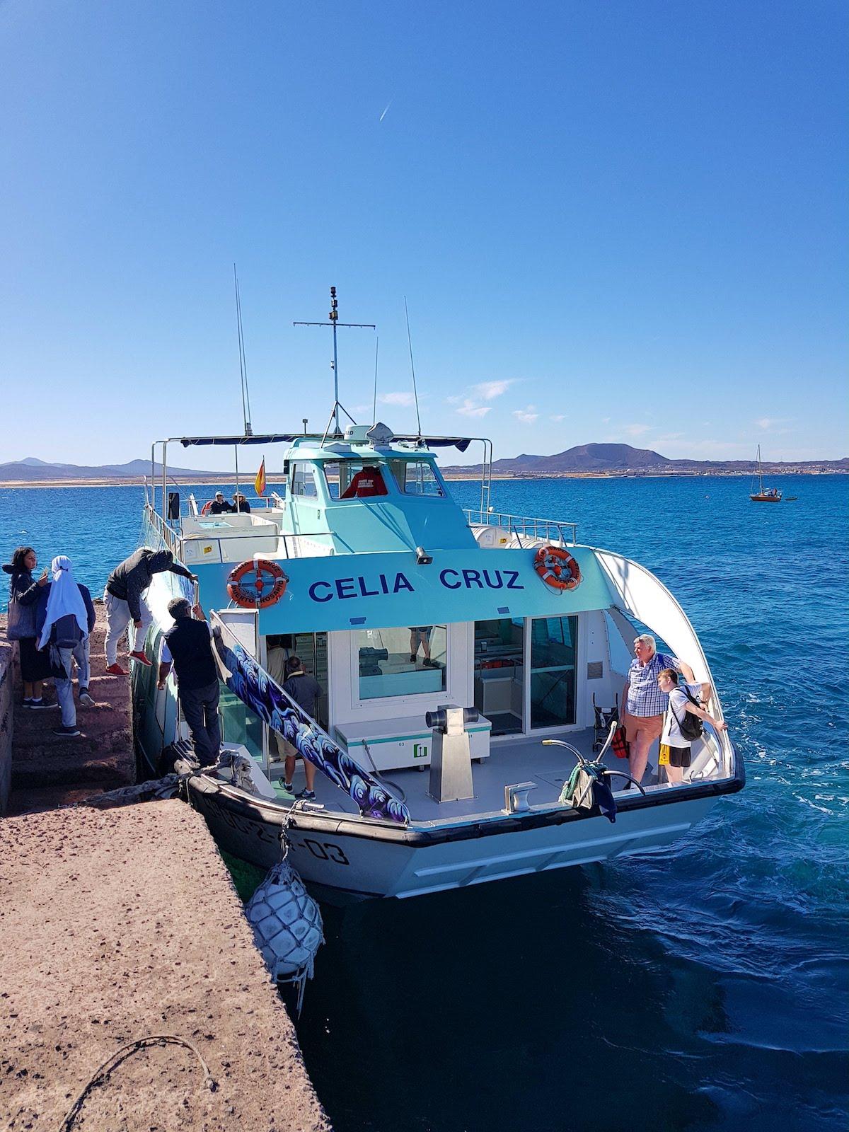Die Fähre nach Isla de Lobos ist ein Glasbodenboot