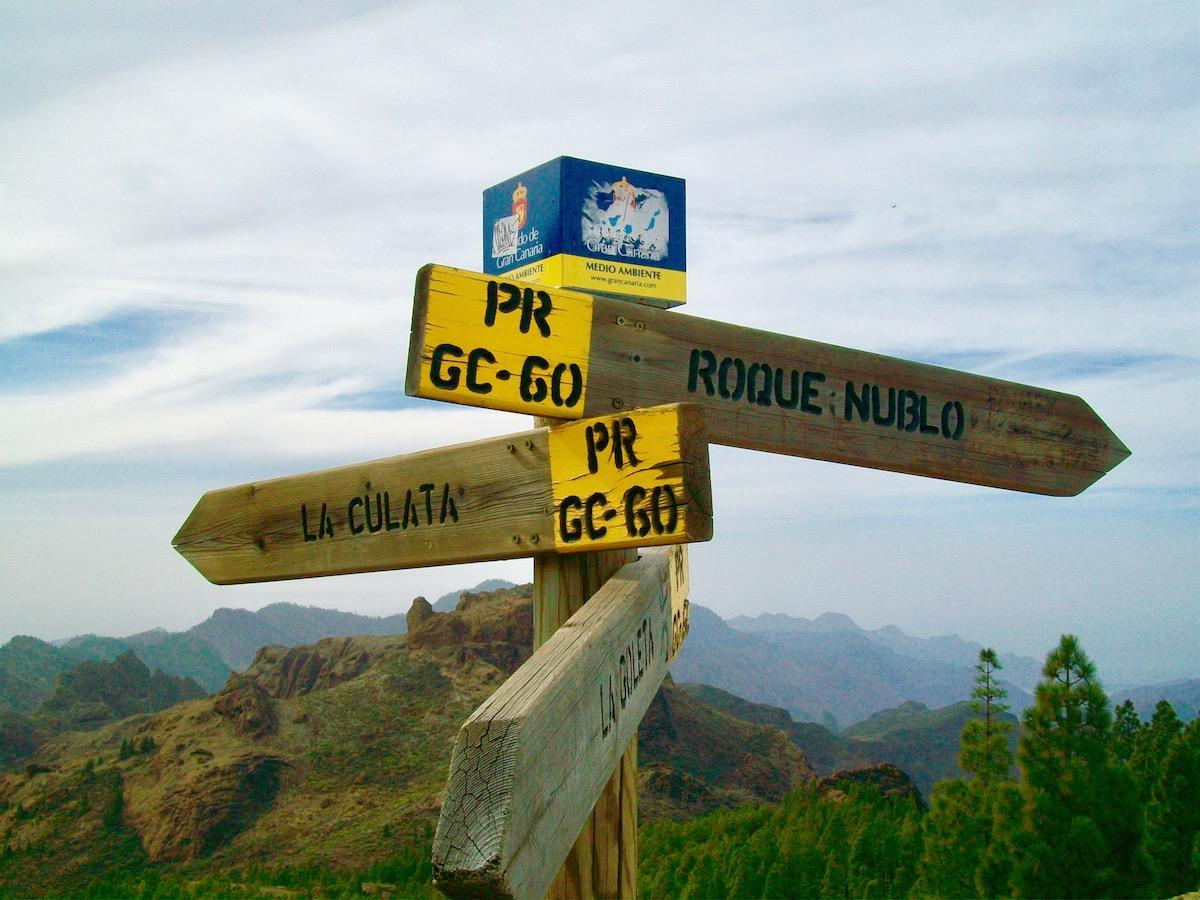 Verschiedene Wanderwege führen zum Roque Nublo