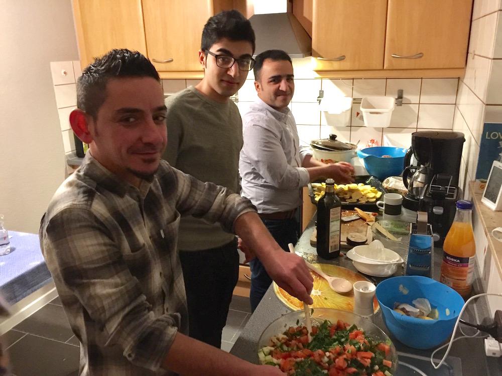 Die syrische Küchencrew im Einsatz