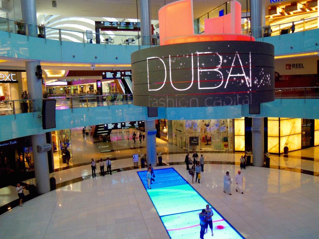 Wie sollten sich schwule Touristen in Dubai verhalten?