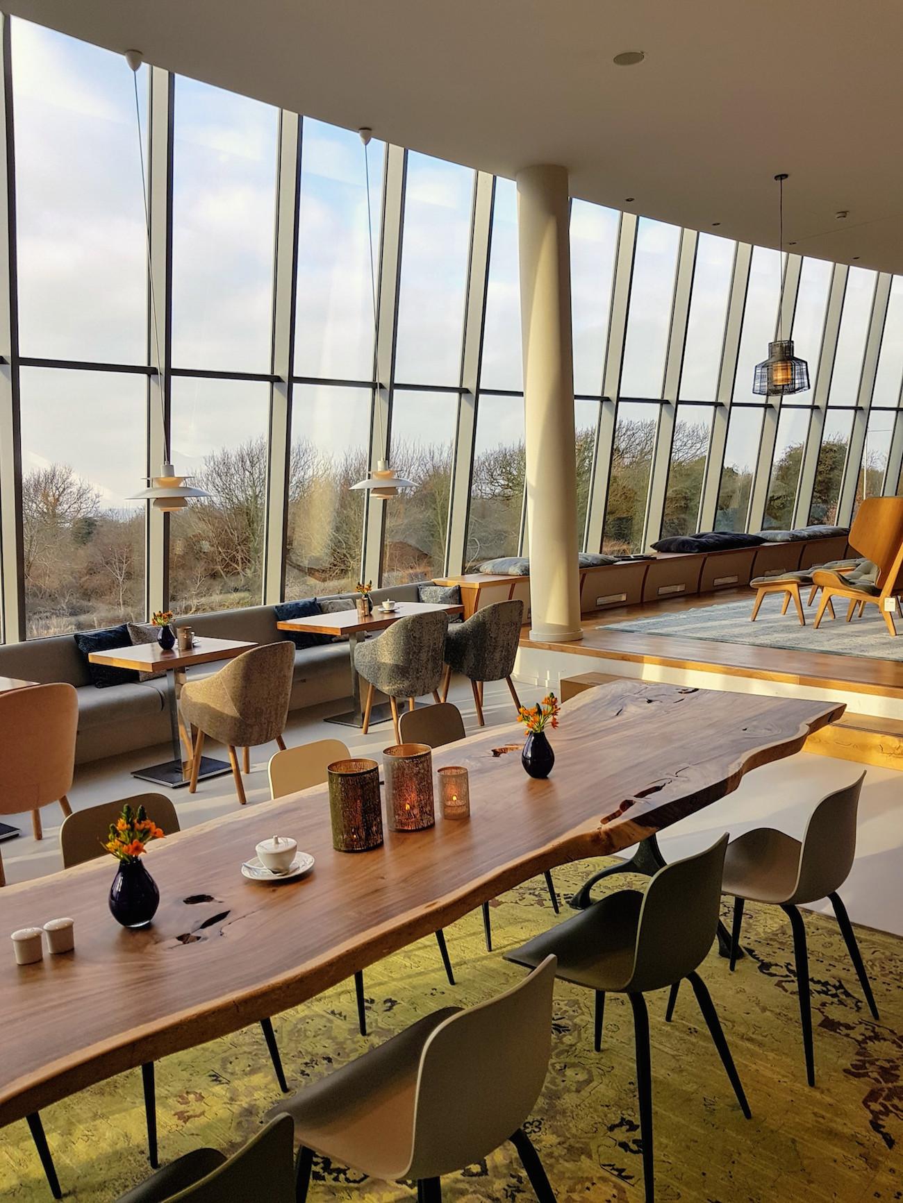 Das stylische Panorama Café im Hotel The GRAND Ahrenshoop