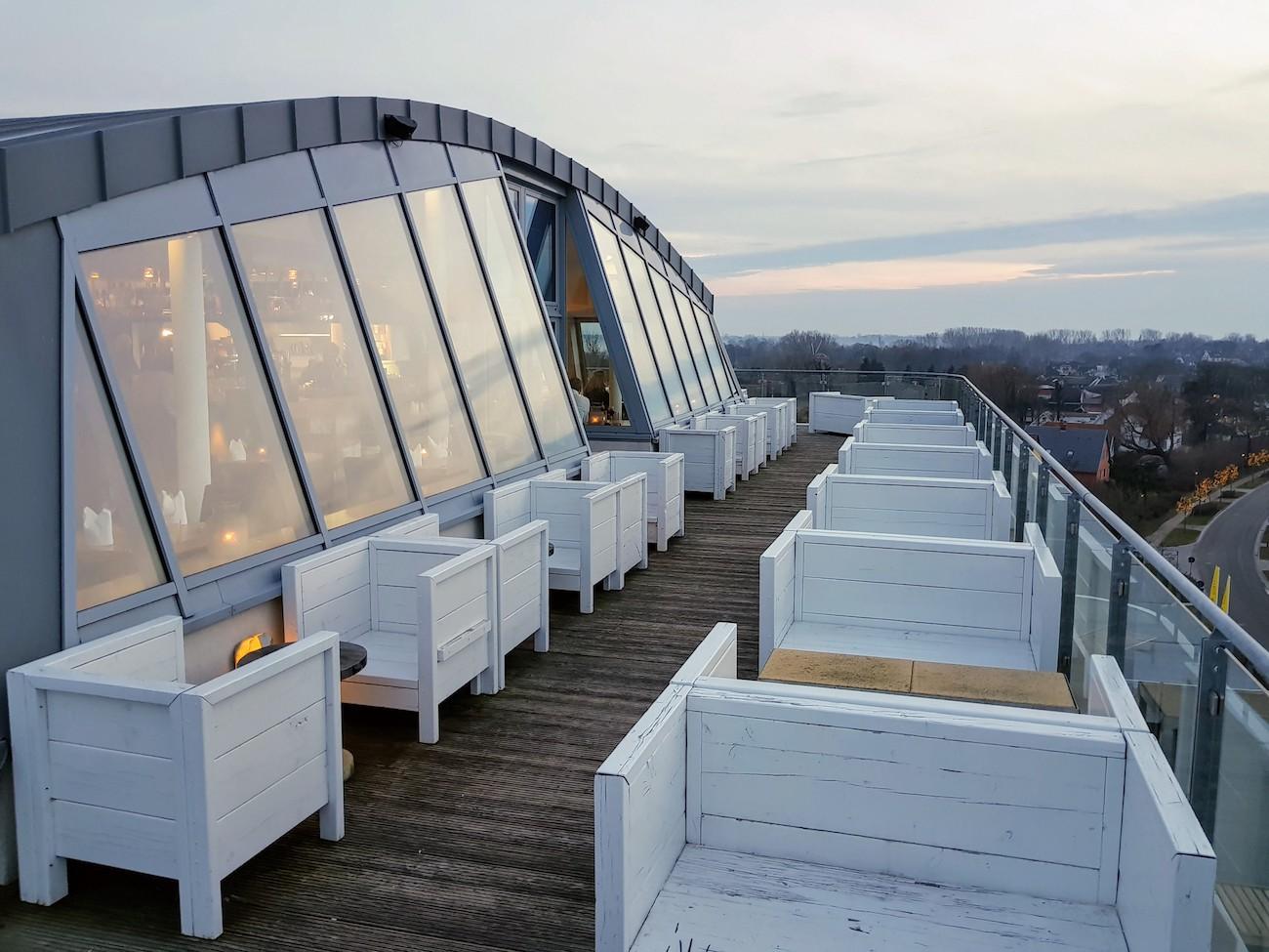 Rooftop-Bar WEITBLICK: Herrliche Aussicht auf die Ostsee