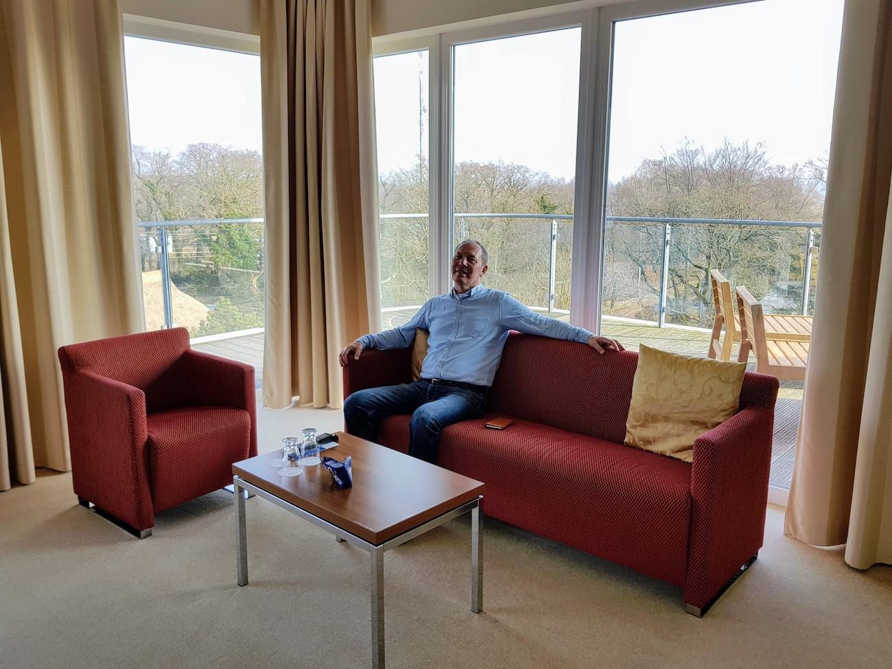 Stilvolle Sitzecke mit Ausblick auf Ostsee und Bodden