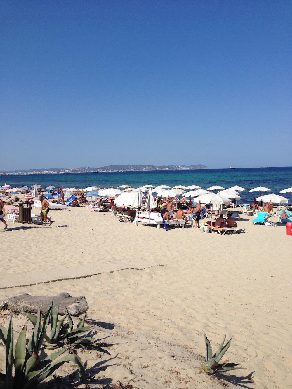 Playa Es Cavallet - Der beliebteste Gay Beach auf Ibiza