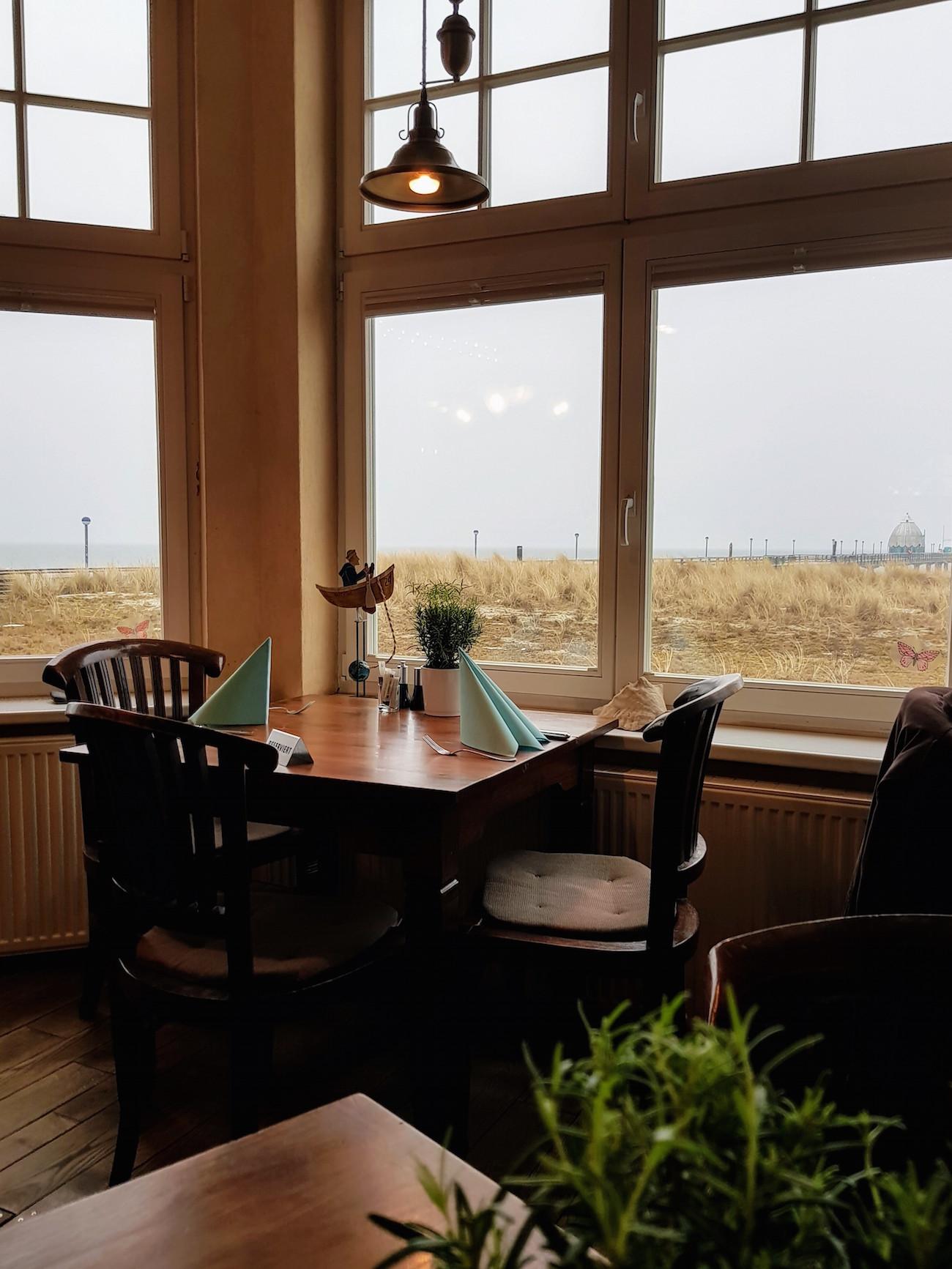 Kurhausrestaurant Zingst: Aufwärmen bei Kaffee und Kuchen