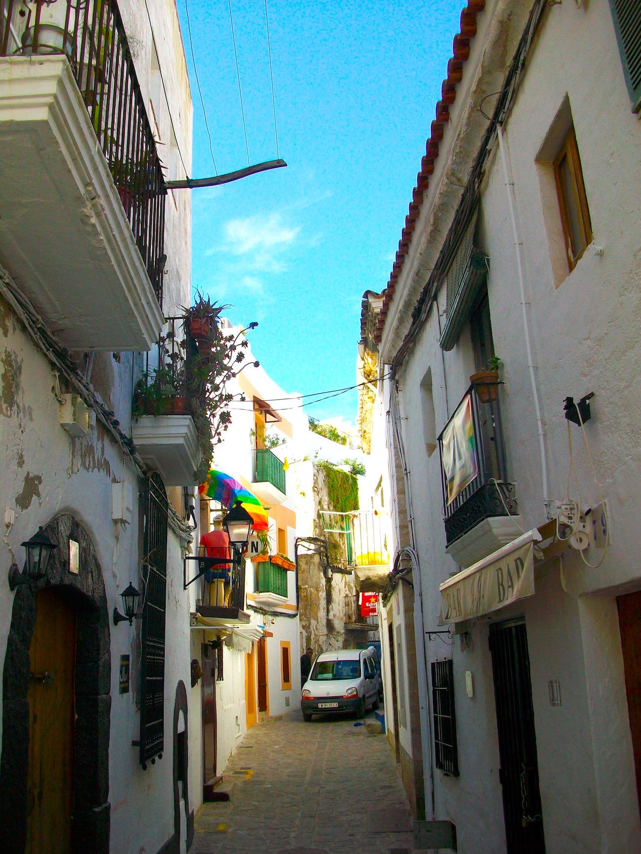 Spanien: Schwule reisen auch gerne zum Feiern nach Ibiza