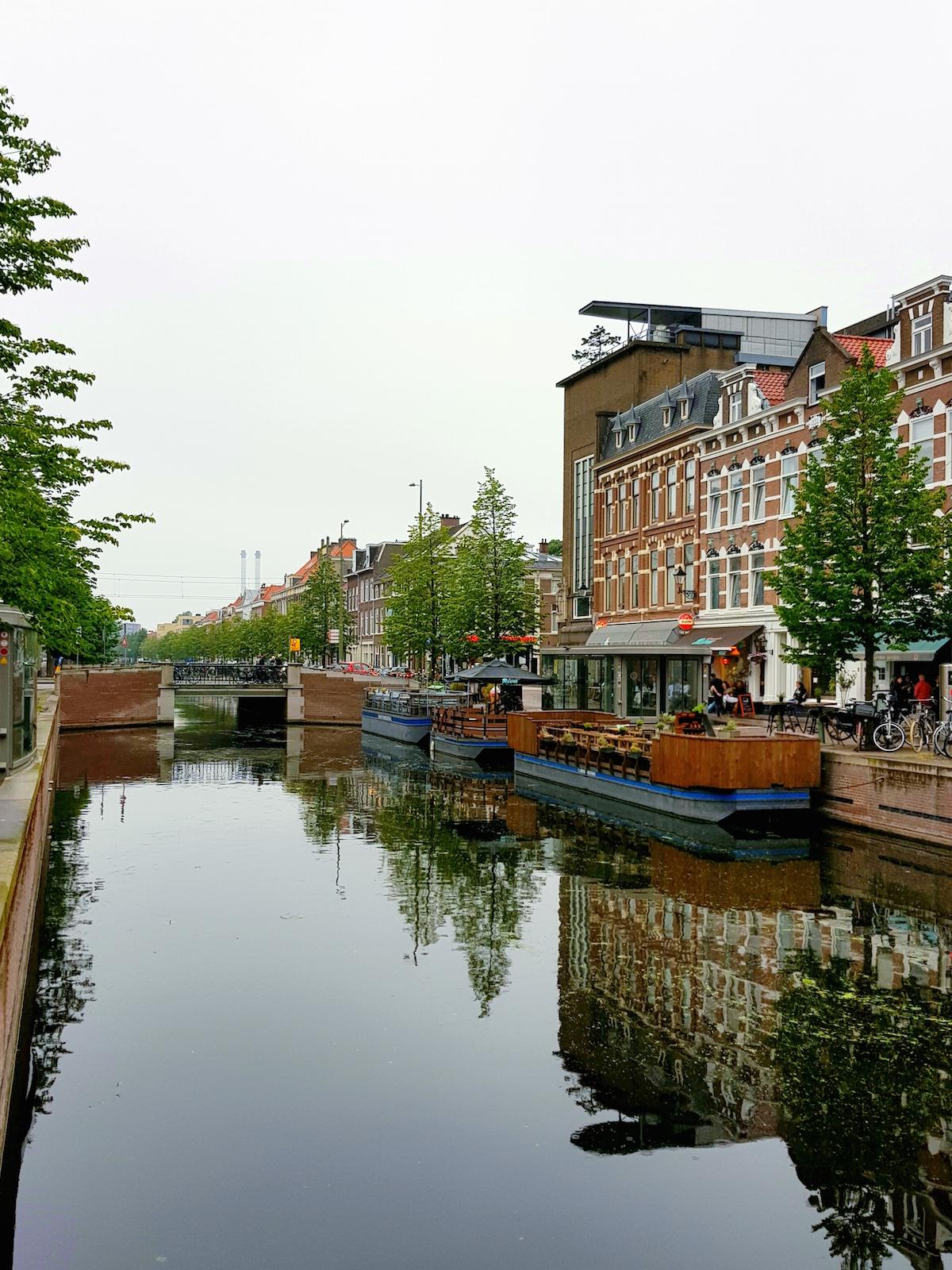 Die Fides-Gaysauna in Den Haag liegt an der schönen Veenkade-Gracht