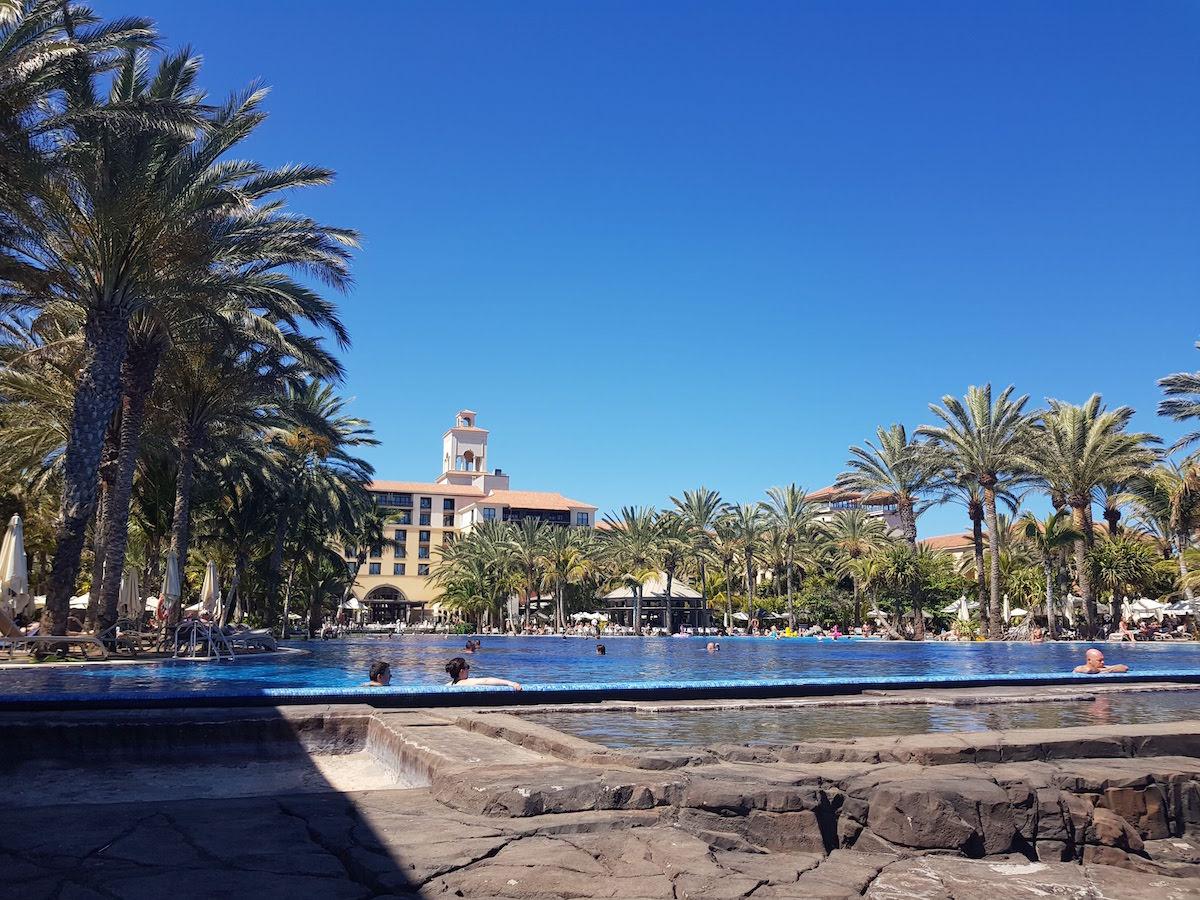 Der Infinity Pool des Hotel Costa Meloneras