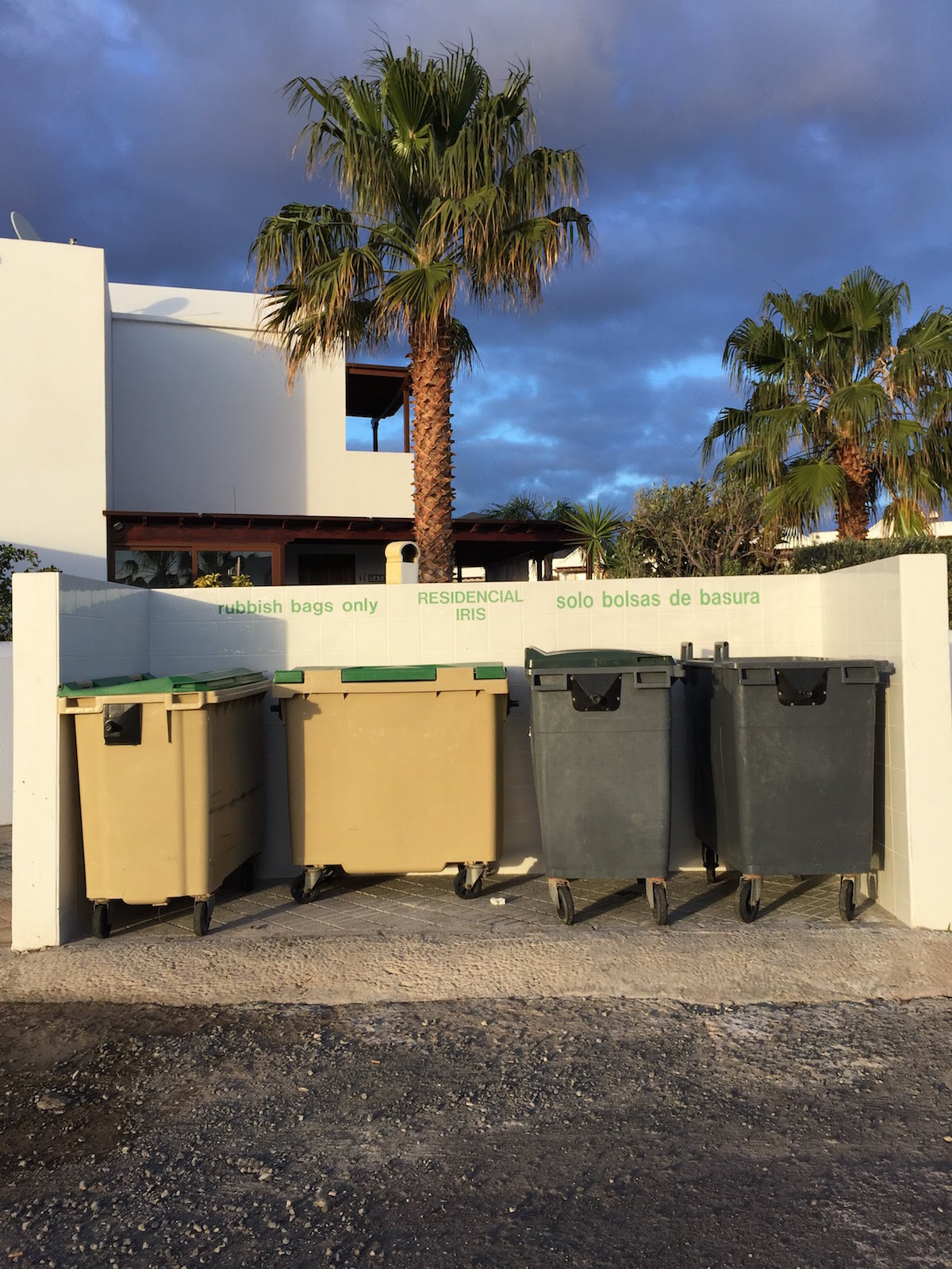 Müllcontainer in Playa Blanca auf Lanzarote