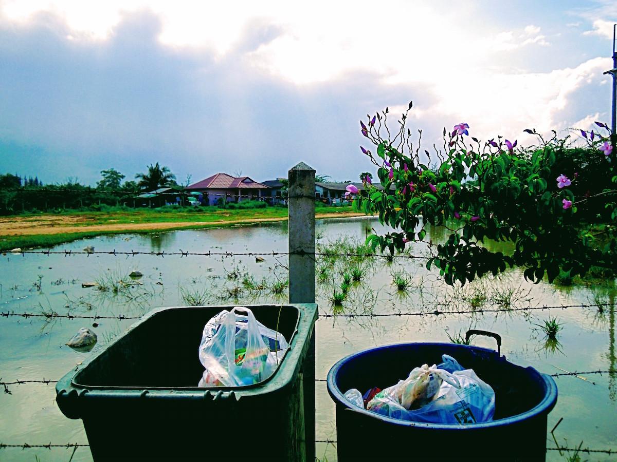 Mülltonnen in Cha-am, Thailand