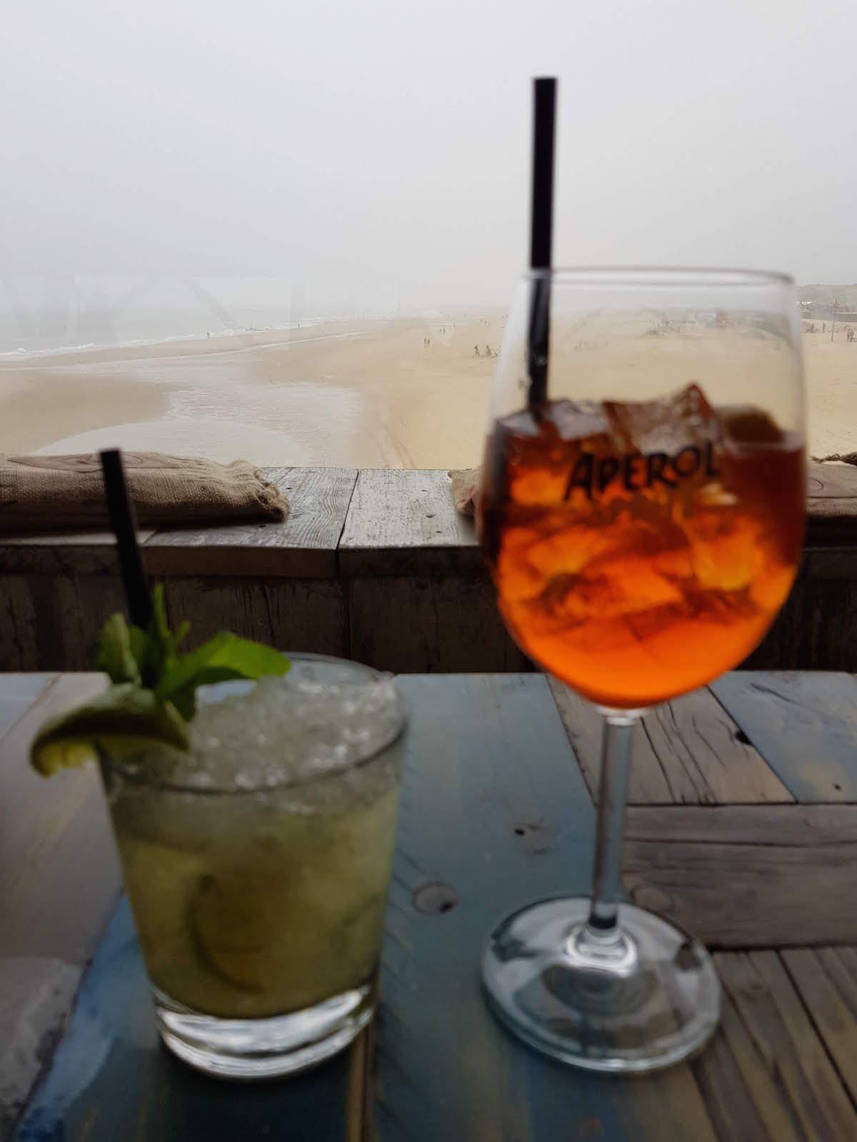 Leckere Cocktails auf dem Strandpier in Scheveningen