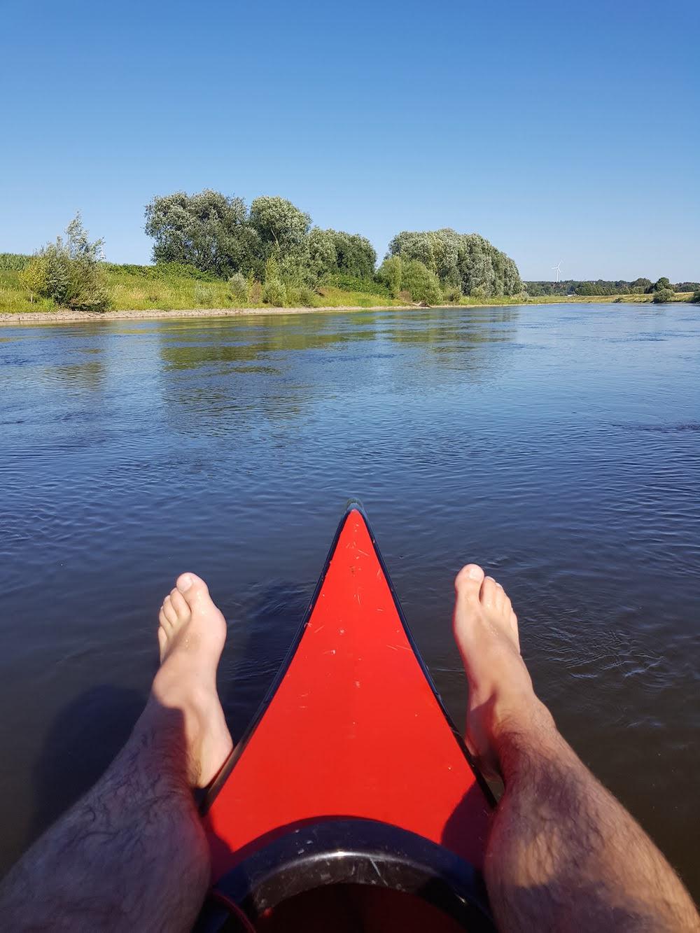 Paddeln auf der Weser an einem herrlichen Sommertag