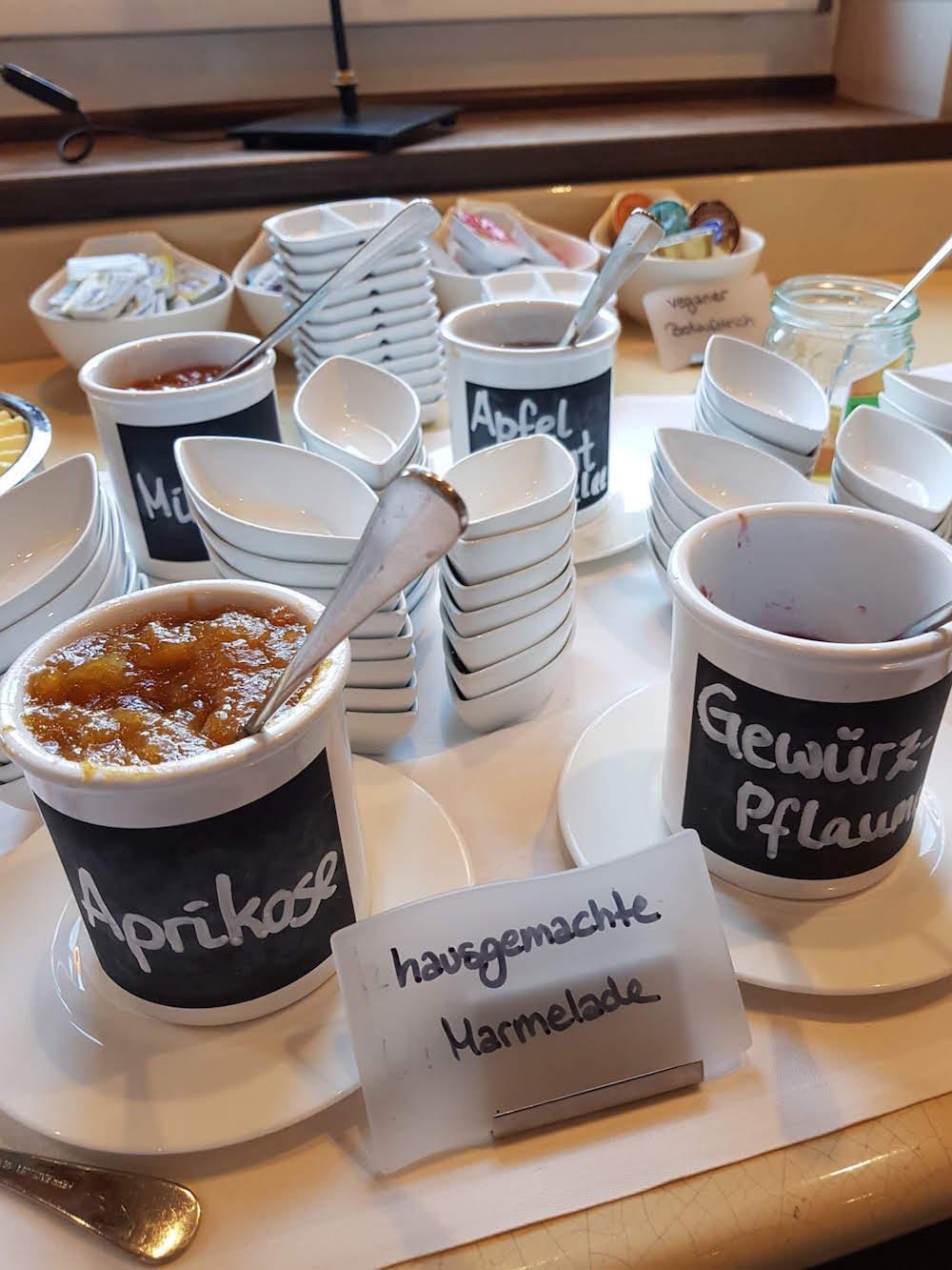 Zum Frühstück gibt es im Hotel Sonne hausgemachte Marmeladen