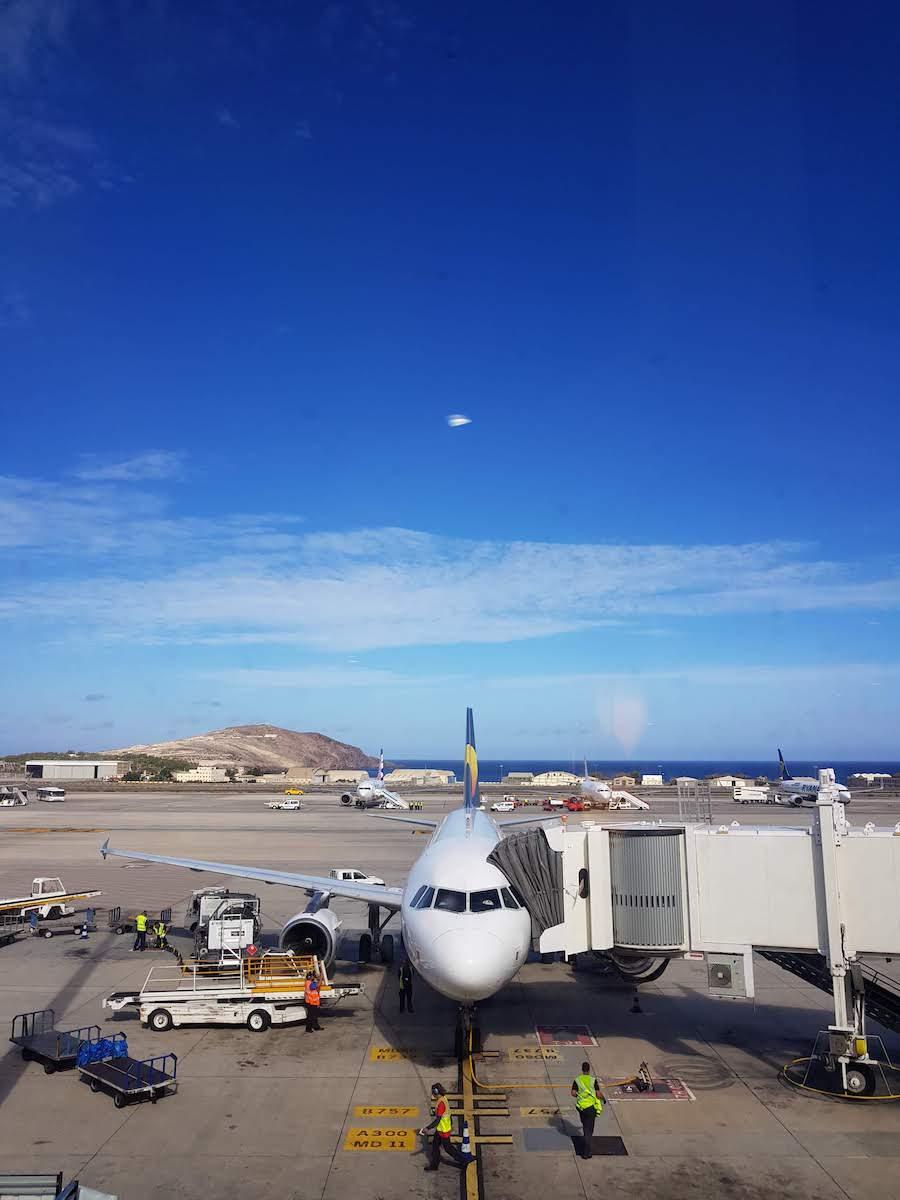 Die Aussichtsterrasse am Flughafen von Las Palmas bietet tolle Fotomotive für Planespotter