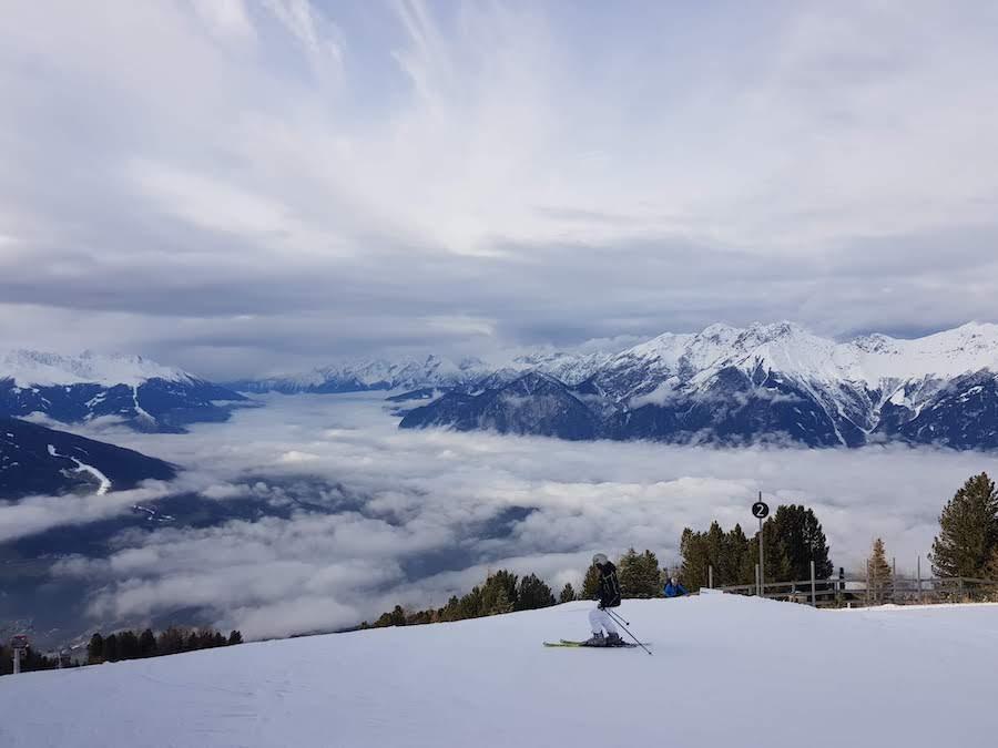 Gay Winterurlaub: Gemeinsam mit anderen schwulen Männern skifahren