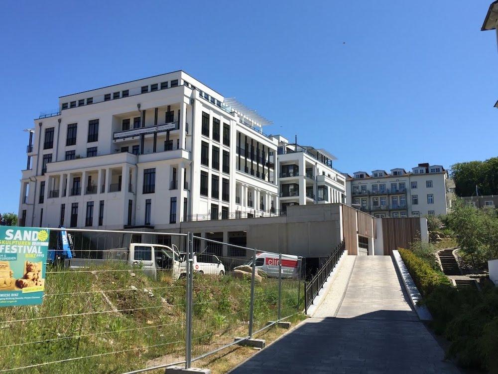 Überall in Sellin entstehen moderne, mondäne Ferienhäuser und Ferienwohnungen