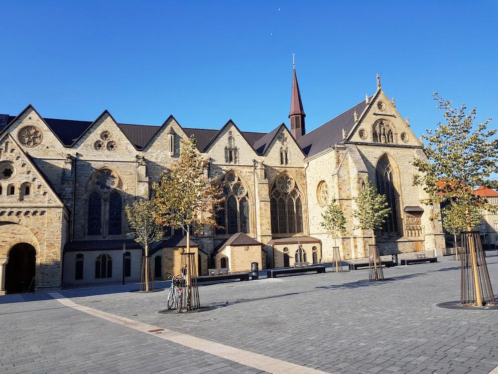 Der Domplatz in Paderborn war bei über 30 Grad wie leergefegt