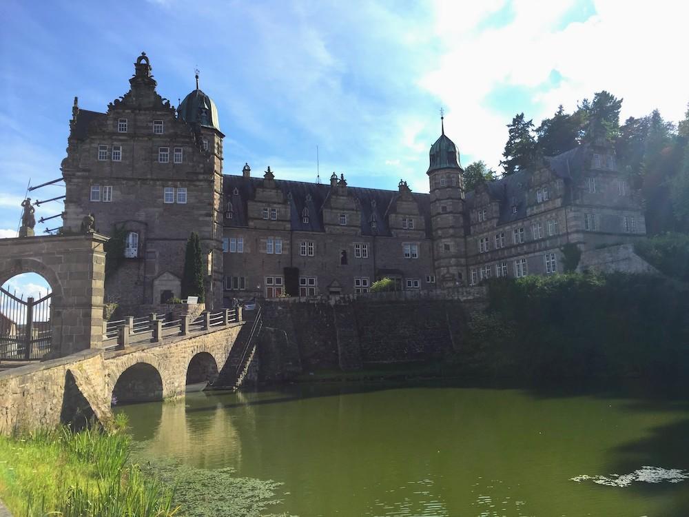 Schloss Hämelschenburg: Märchenhafte Sehenswürdigkeit im Weserbergland
