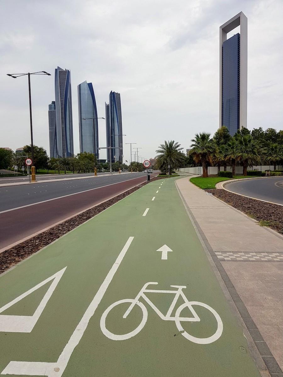 Abu Dhabi beim Radfahren entdecken