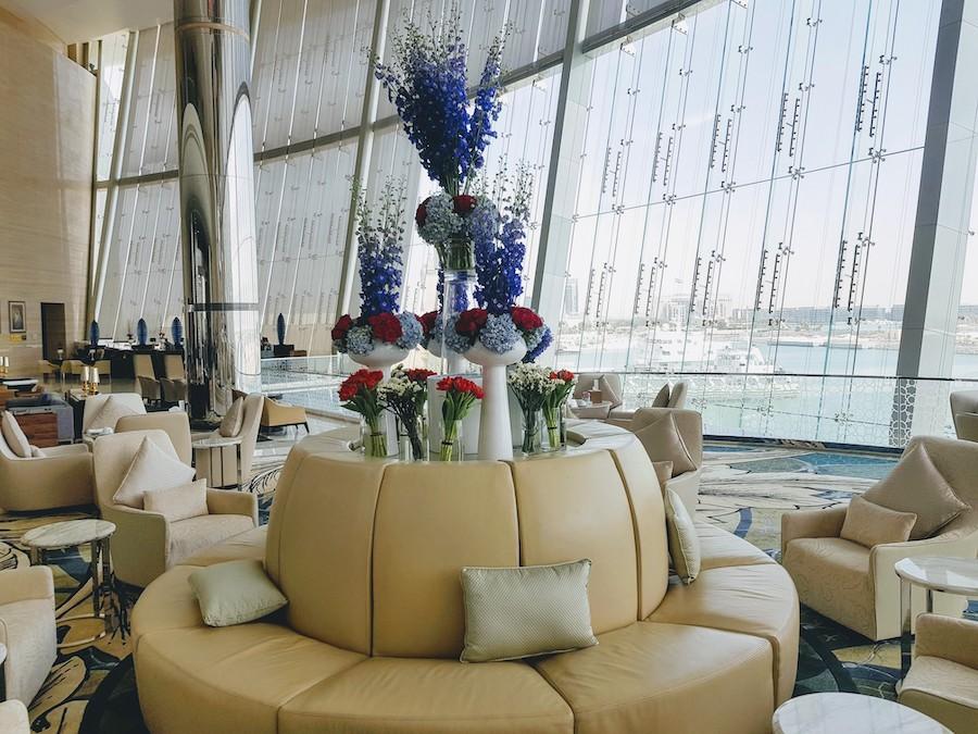 Homosexuelle Paare sollten in Abu Dhabi ein Zimmer bei einer internationalen Hotelkette buchen