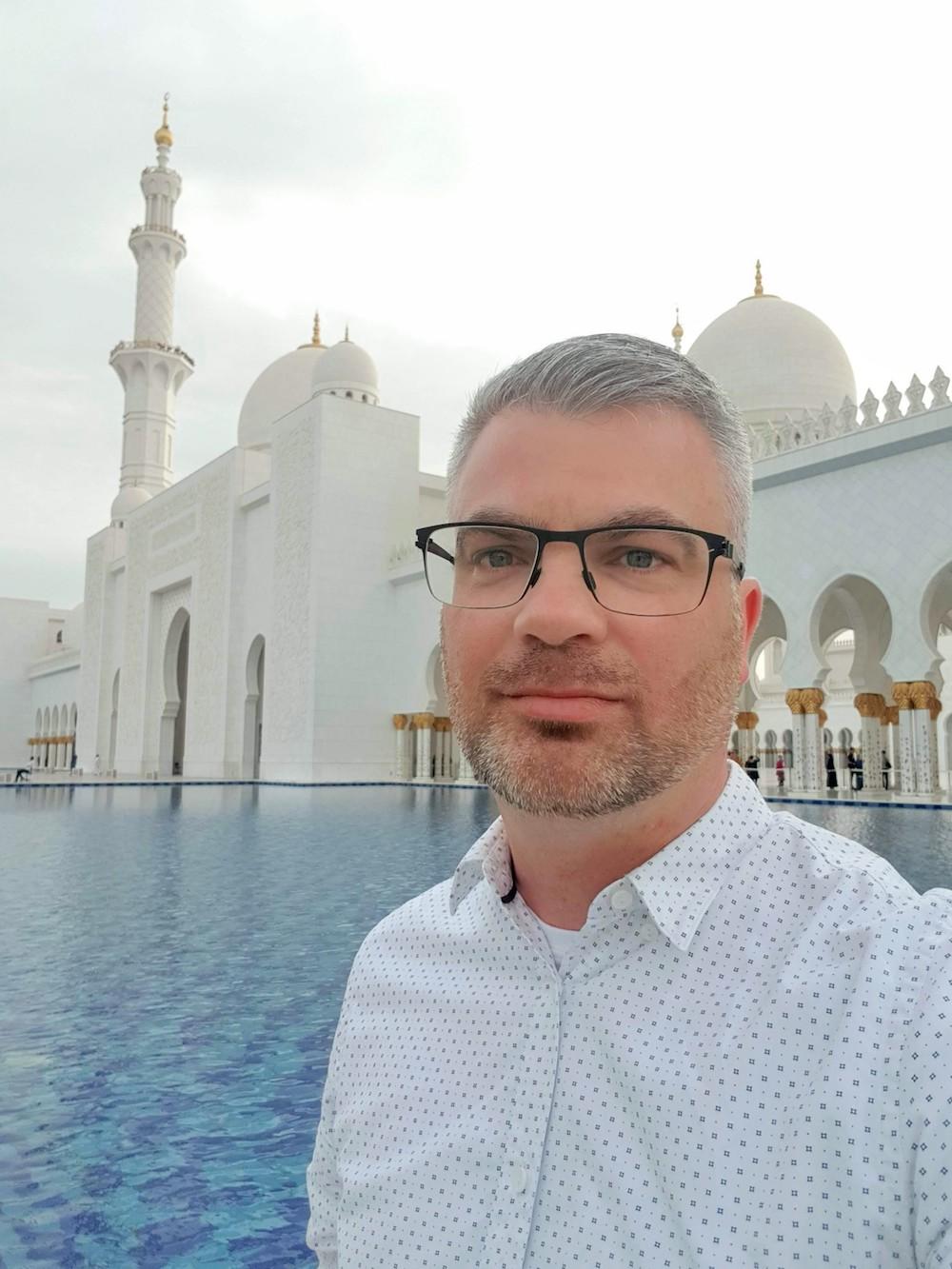 Passende Kleidung für die Scheich-Zayid-Moschee