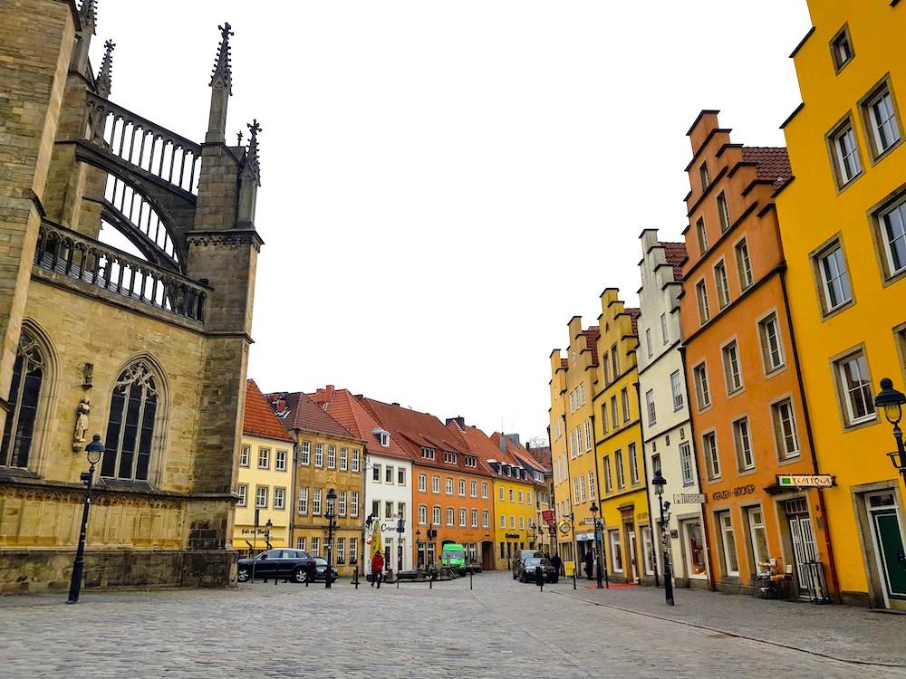 Osnabrück Gayreisen: Marienkirche und bunte Giebelhäuser am Markt