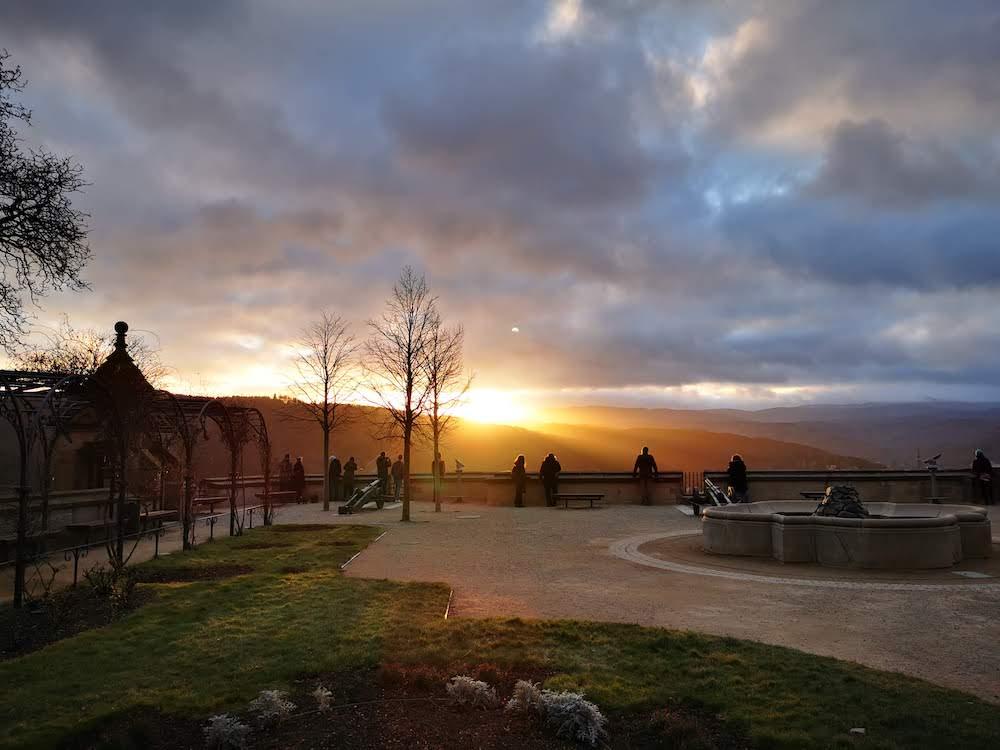 Vom Schloss Wernigerode kannst du den Sonnenuntergang beobachten