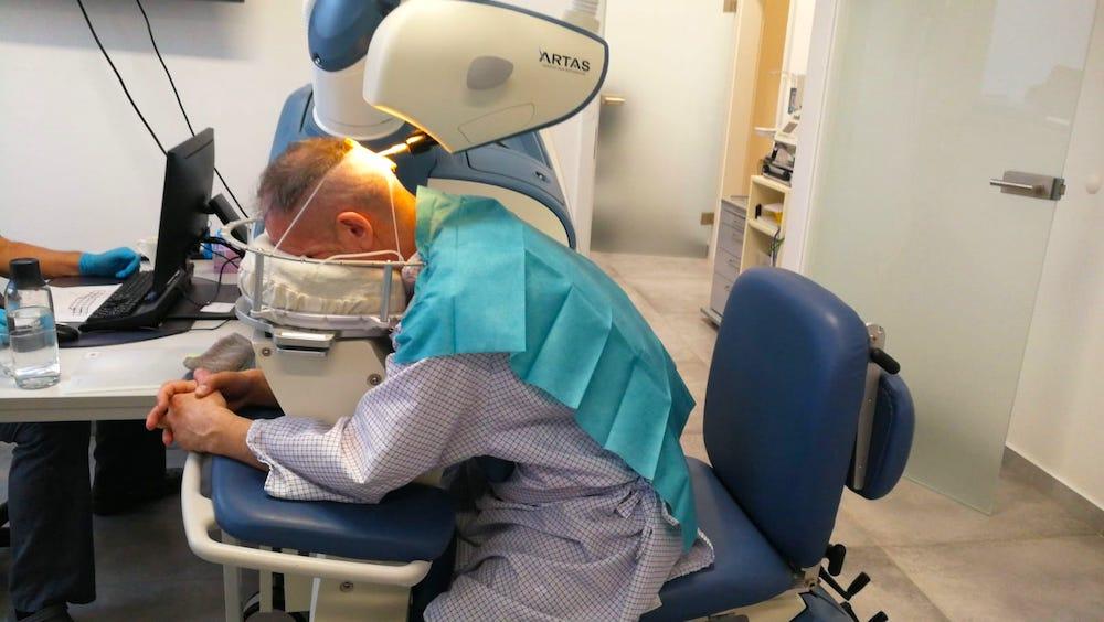 Haartransplantation-Operation: Erfahrung, Kosten, vorher & nachher