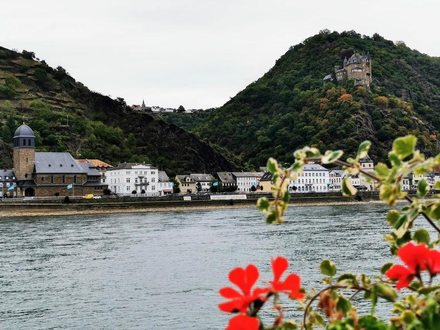 St. Goar am Rhein: Blick auf die Loreleystadt St. Goarshausen